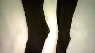 Dalla Testa Ai Piedi - Lesbo Foot Homage Scene